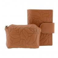 Carteira e bolsa em relevo flores de couro